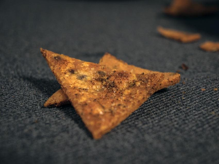 Tortilla - Chips und Hummus