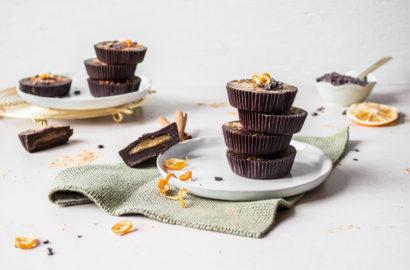 Schokoladen-Marzipan Cups mit Orange: Zuckerfrei und vegan