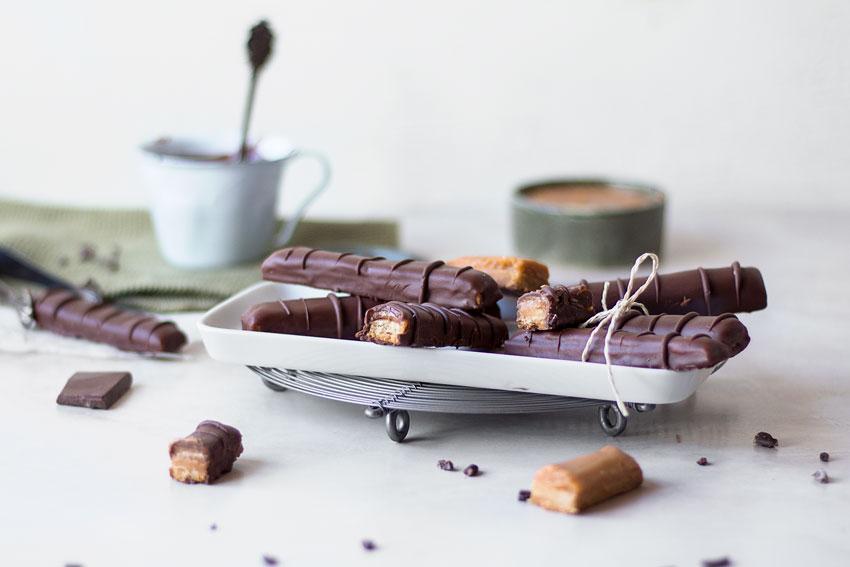 Selbstgemachtes glutenfreies und veganes Twix ohne Zucker