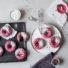 Schokoladen-Donuts mit Himbeer-Guss (glutenfrei & vegan) aus dem Ofen