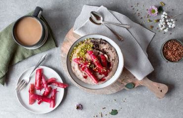 Glutenfreier Rhabarberporridge mit Buchweizen (vegan)