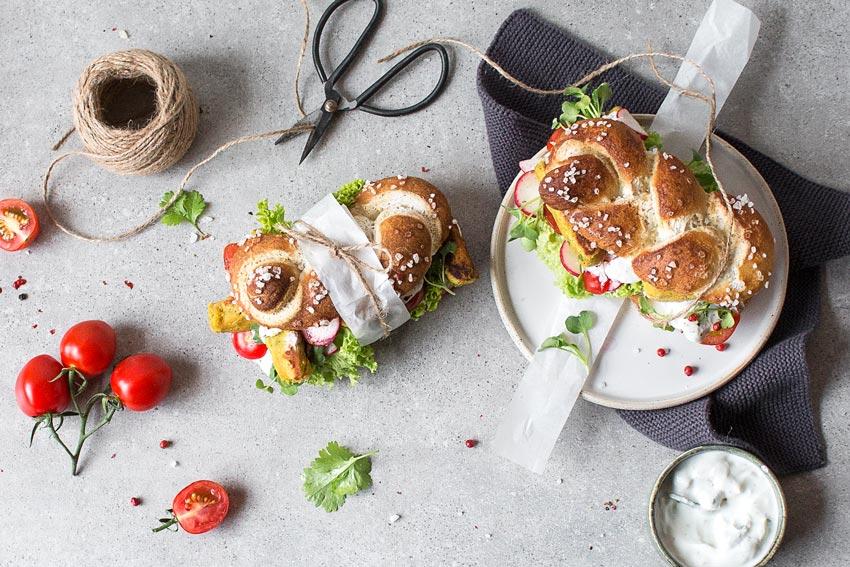 Glutenfreies Laugensandwich mit selbstgemachten Falafeln