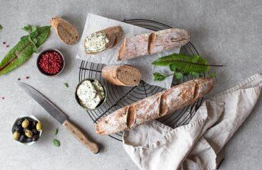 Mediterranes glutenfreies Baguette ohne Hefe