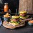 Glutenfreier Polenta-Burger mit veganem Wonder Burger & Mango-Ketchup